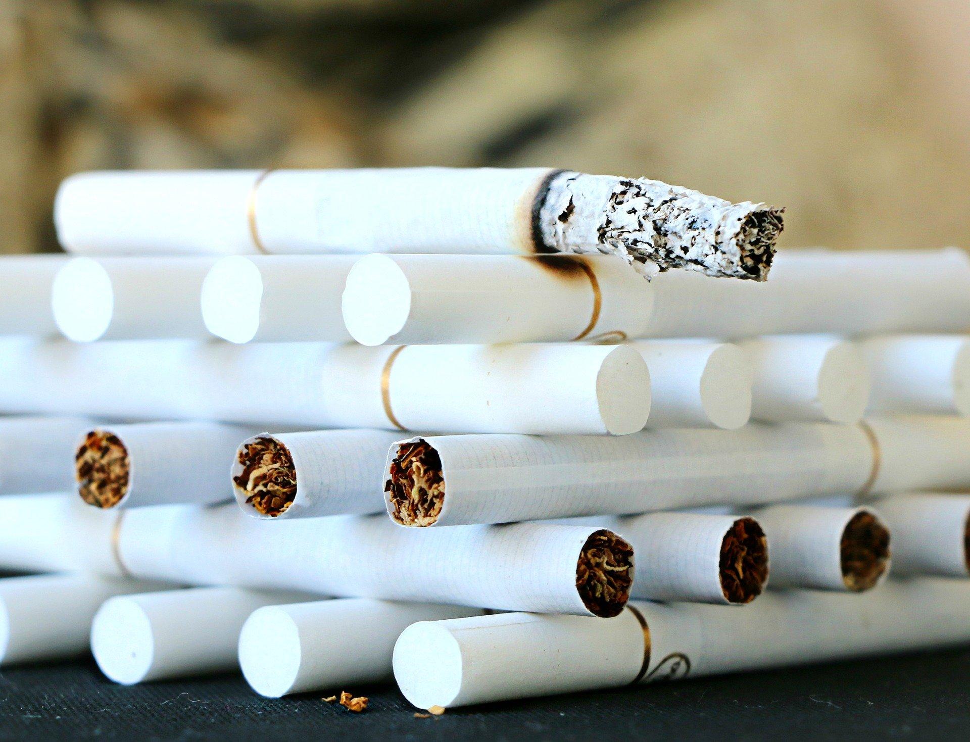 photo cigarettes empilées